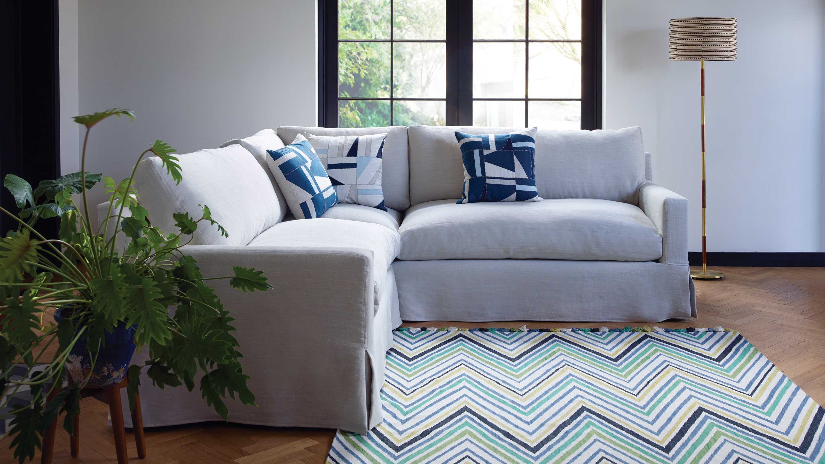 The Jackson corner sofa is an exceptionally comfortable and contemporary sofa. The clean lines of the slipcover and simple box pleat skirt would work ...
