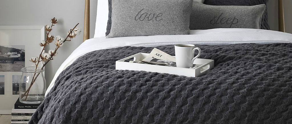 Knitting Patterns For Bed Throws : Lazy Sunday: Top Five Cosy Throws